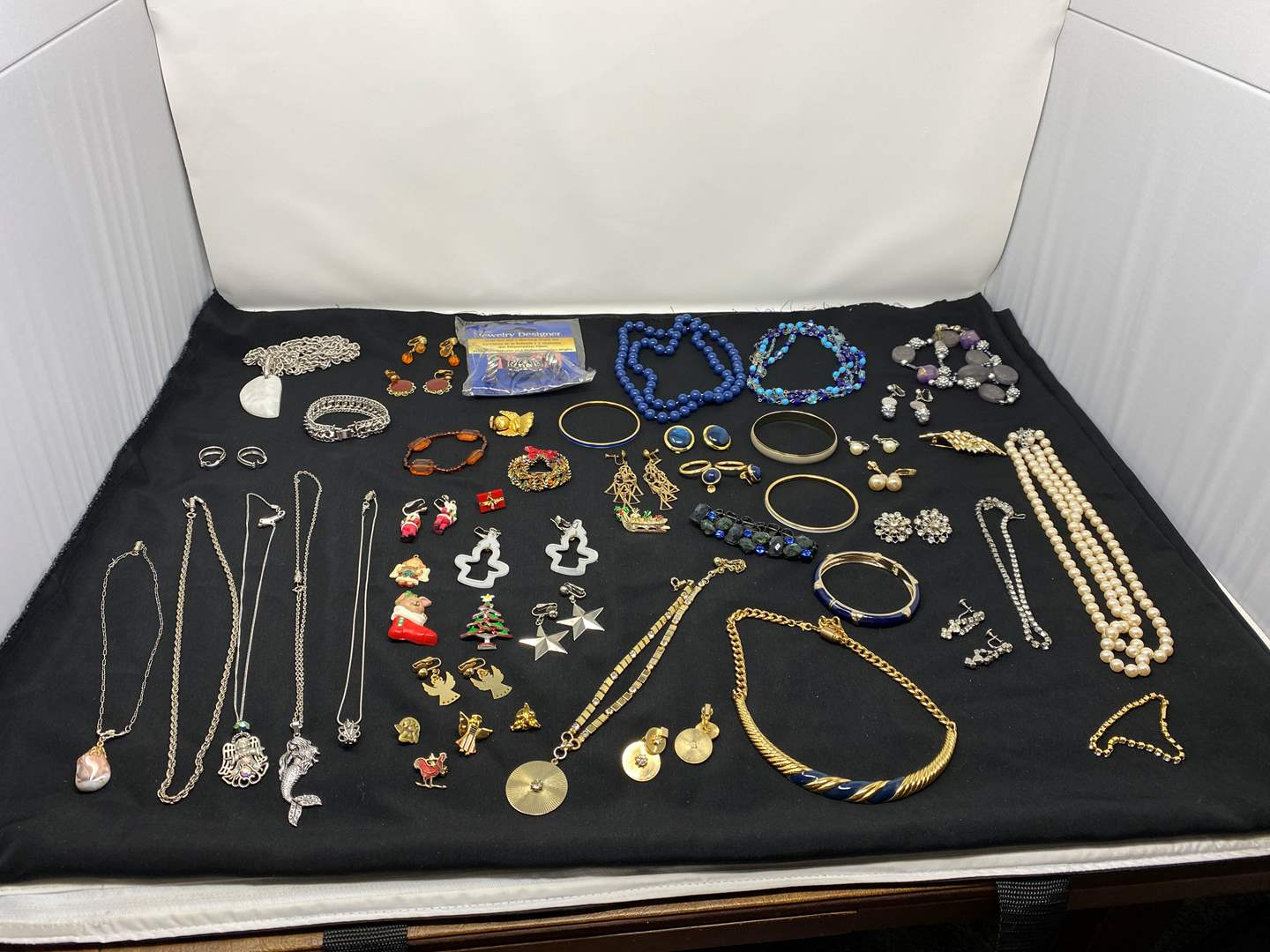 Lot # 193 - Selection of Vintage Costume Jewelry (main image)