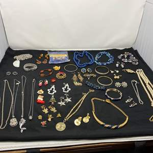 Lot # 193 - Selection of Vintage Costume Jewelry