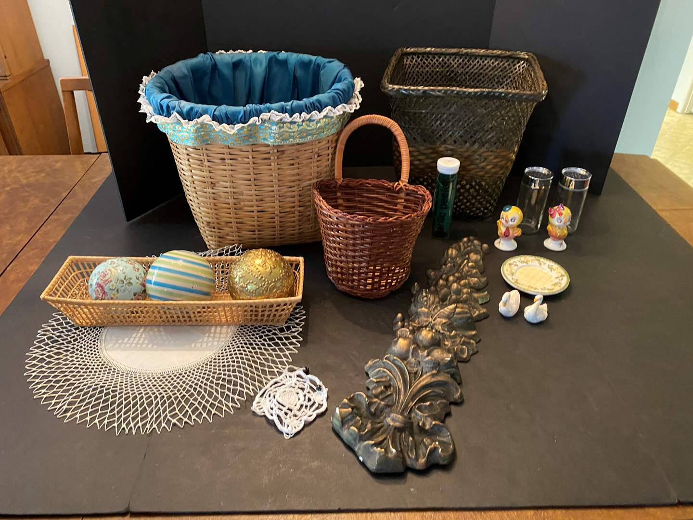 Lot # 226 - Baskets, Home Decor, Vintage Salt/Pepper Shakers & More (main image)