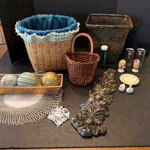 Lot # 226 - Baskets, Home Decor, Vintage Salt/Pepper Shakers & More