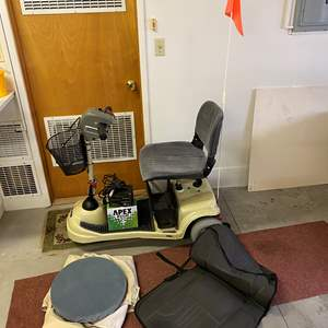 Lot # 250 - Invacare Lynx SX-3P Motorized Scooter w/ Extra New Battery & Charger - (Works Great)