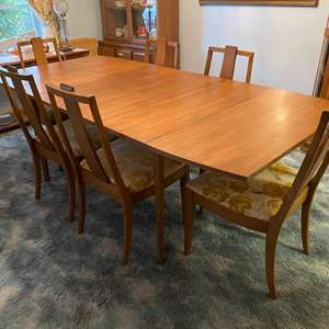 """Lot # 1 - Mid-Century """"Forward '70 by Broyhill Premier"""" Dropleaf Dining Room Table w/ 6 Chairs & Two 12"""" Removable Leaves & Pads"""