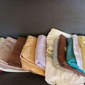 Lot # 25 Table Cloths & Runners