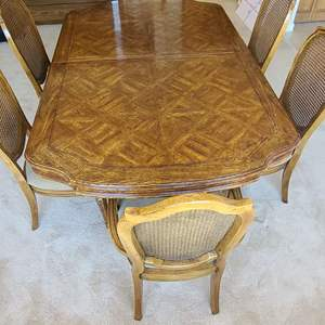 Lot # 27 Thomasville Dining Room Table & Chairs