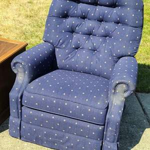 Lot # 33 Pair Of Lazy Boy Recliners & End Table.