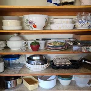 Lot # 52 Assorted Kitchenware