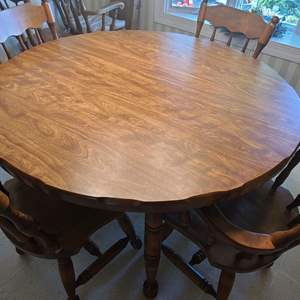 Lot # 62 Kitchen Table & Chairs