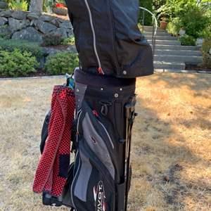 Lot # 69 Pivot Golf Club Set with Bag