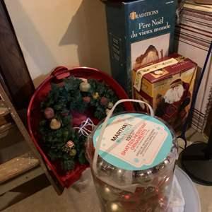 Lot # 74 Christmas Lot ~ Santa Clauses, Wreath & Bulbs