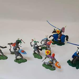 Lot # 46 Britains Swoppet Knights