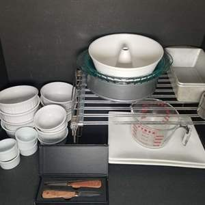 Lot # 86 Bakeware