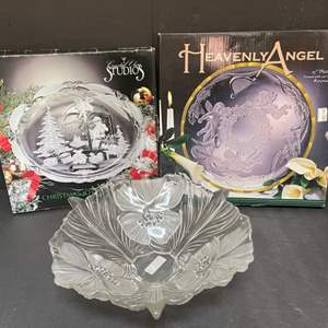 Lot # 279 Christmas serving ware