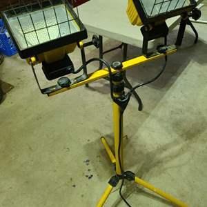 Lot # 286 Halogen Tripod Shop Lamps & Extension Cord