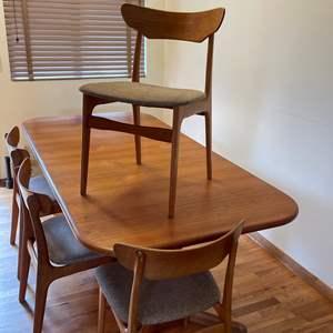 Lot # 2 - Mid Century Modern (MCM) Gudme Mobelfabrik A/S Table w/6 Chairs
