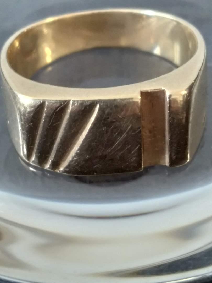 Lot #30 - 14K Gold Ring (main image)
