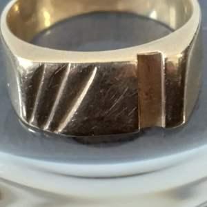Lot #30 - 14K Gold Ring