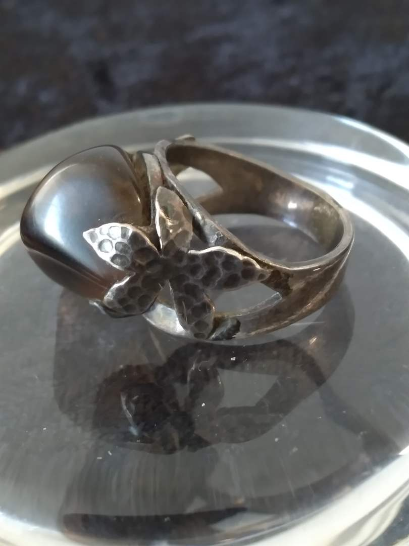 Lot # 31 - Vintage Sterling Silver/Agate Ring (main image)