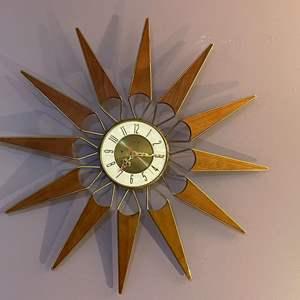 Lot # 11 - Atomic Mid Century Elgin Sunburst Clock