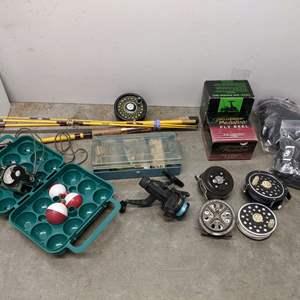 Lot # 158 - Fishing Gear Package