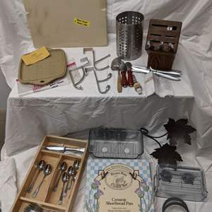 Lot # 168 - Gerber Knife Set, Specialized Bakeware