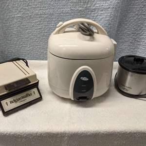 Lot # 175 - Kitchen Appliance (Rice&Waffle Makers)
