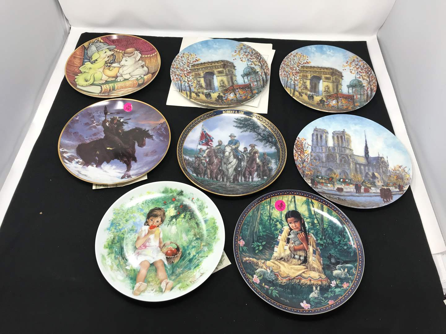 Lot # 26 - Small Lot of Collectors Plates (main image)