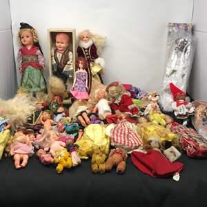 Lot # 152 - Dolls, Few Barbie's & Doll Clothes
