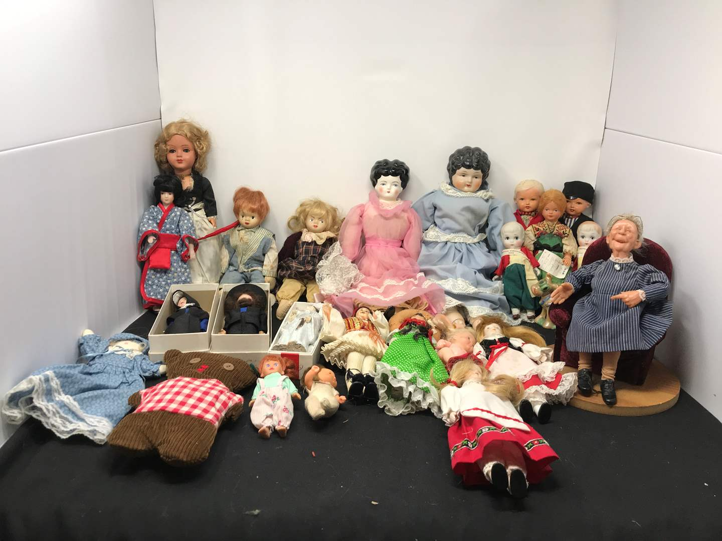 Lot # 175 - Large Lot of Dolls of Various Sizes  (main image)