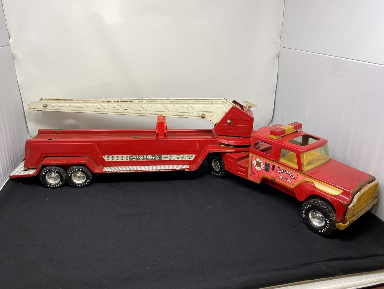 "Lot # 8 - Vintage Metal ""Nylint"" Aerial Hook'n'ladder Fire Truck (main image)"