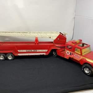 """Lot # 8 - Vintage Metal """"Nylint"""" Aerial Hook'n'ladder Fire Truck"""