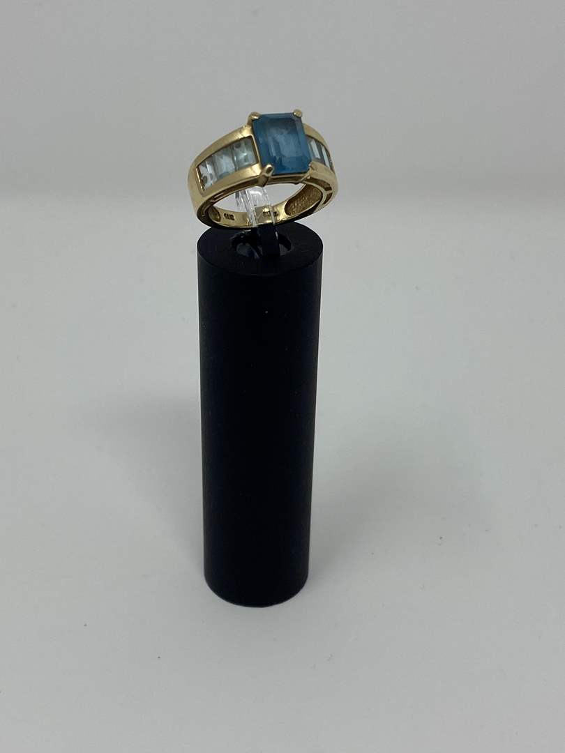 Lot # 81 - 10k Gold Ring w/ Aquamarine? Stone - (Stamped & Tested - 4.71 Grams) (main image)