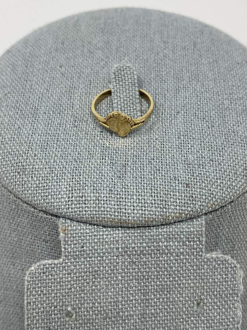 Lot # 85 - 10k Gold Ring - (Stamped & Tested - 1.09 grams) (main image)