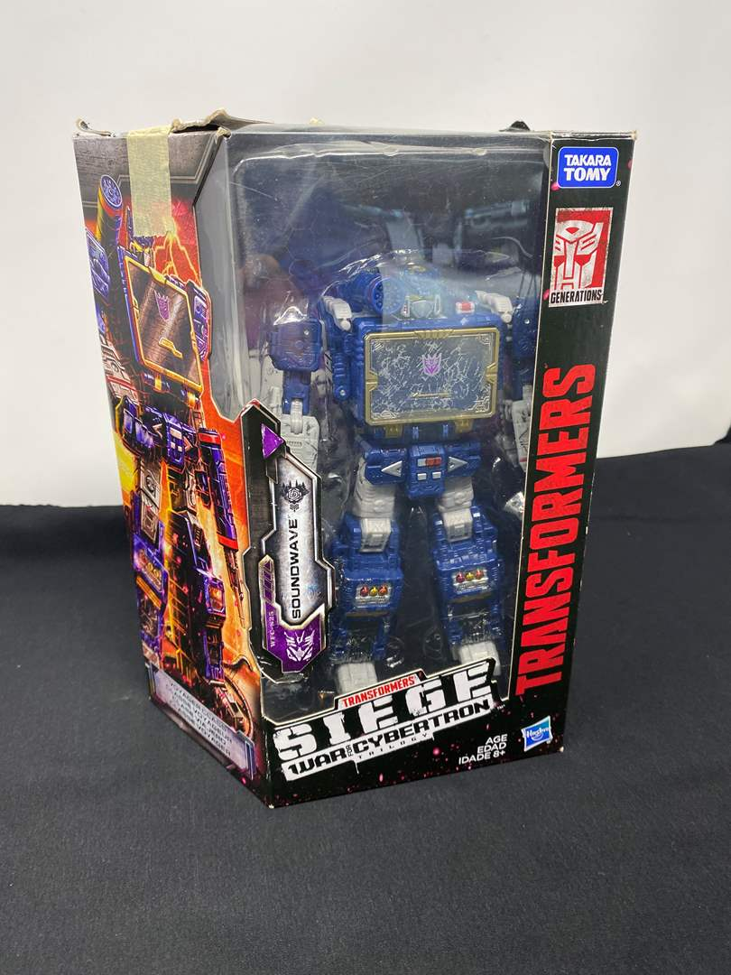 Lot # 121 - New in Box Transformers Siege Figurine (main image)