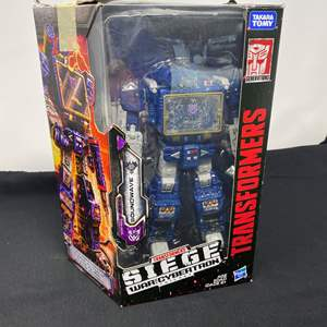 Lot # 121 - New in Box Transformers Siege Figurine