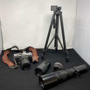 Lot # 129 - Vintage Minolta SRT101 Camera w/ Lenses, Tripod & Case