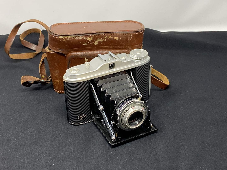 Lot # 132 - Vintage Agfa Isolette Camera (main image)