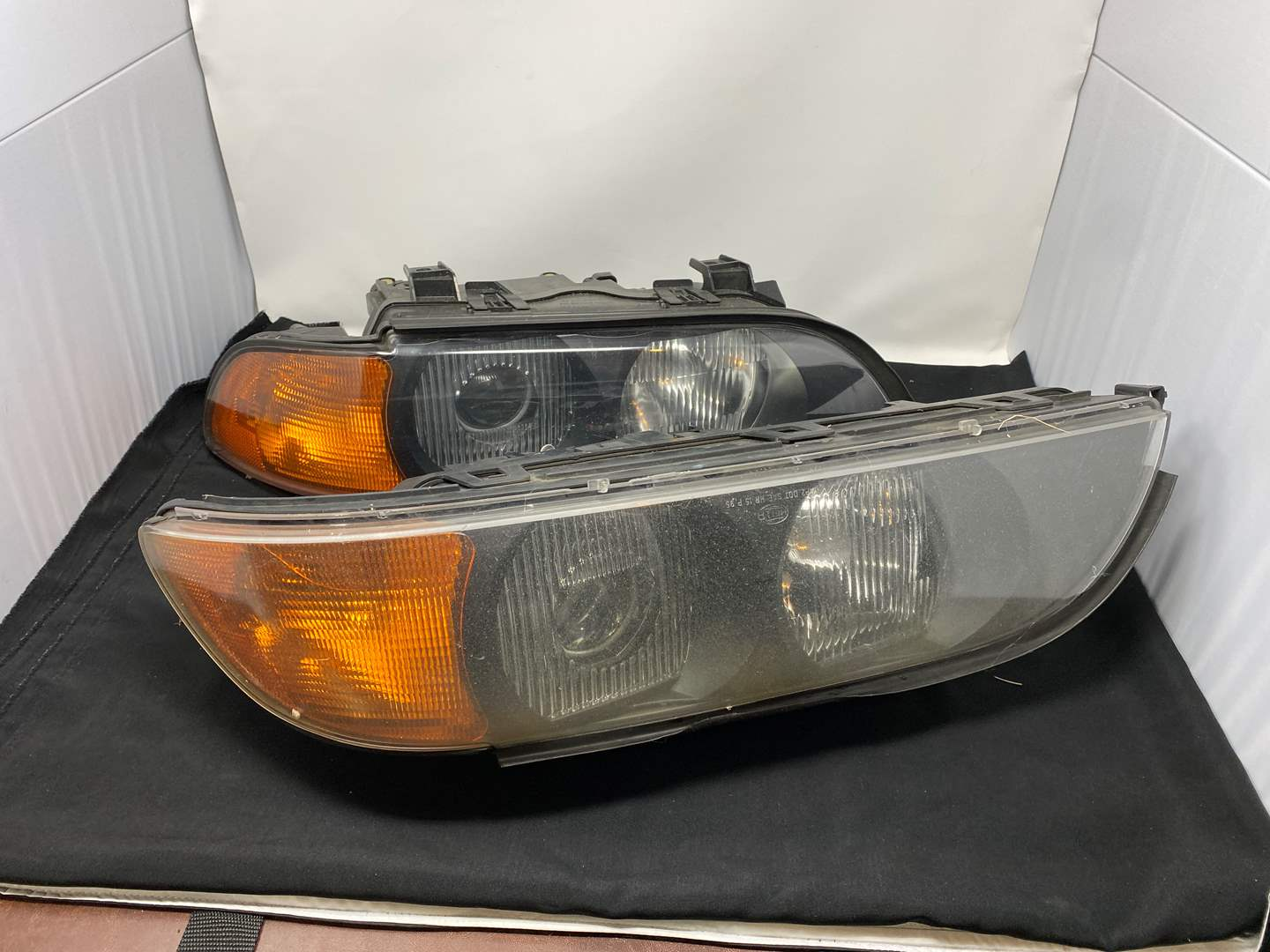 Lot # 195 - Two Headlight Assembly's for a 1999 BMW 5-Series (main image)