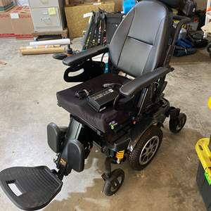 """Lot # 212 - Merits """"Vector"""" Electric Wheelchair - (Powers On)"""