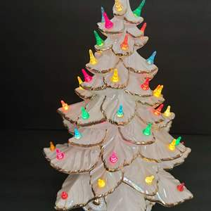 Lot # 71 Vintage Atlantic Molds Lighted Ceramic Christmas Tree