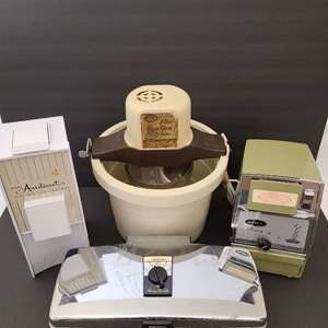 Lot # 78 Vintage Countertop Appliances