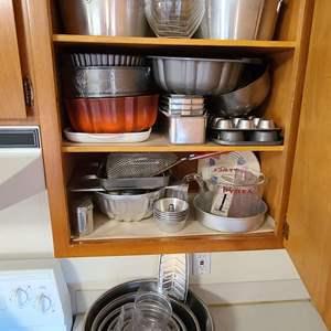 Lot # 105 Kitchen/Bakeware Lot