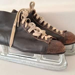 Lot # 145 VTG MC Inc. Canada Ice Skates