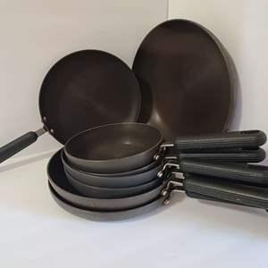 Lot # 152 Kitchen Circulon Pans