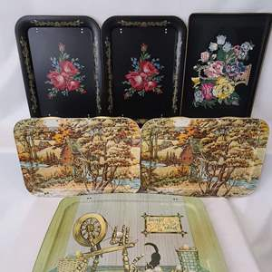 Lot # 207 VTG TV Trays w/Stand
