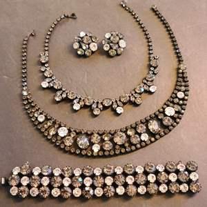 Lot # 220 VTG Regency Jewelry Set #2