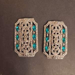 Lot # 226 Vintage Brooches