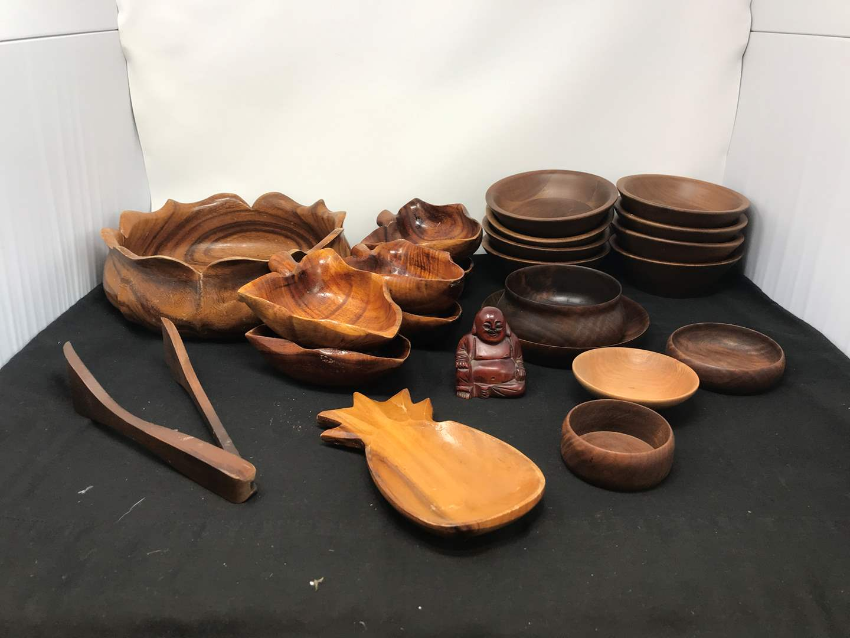 Lot # 51 - Lot of Wood Bowls of Various Sizes (main image)