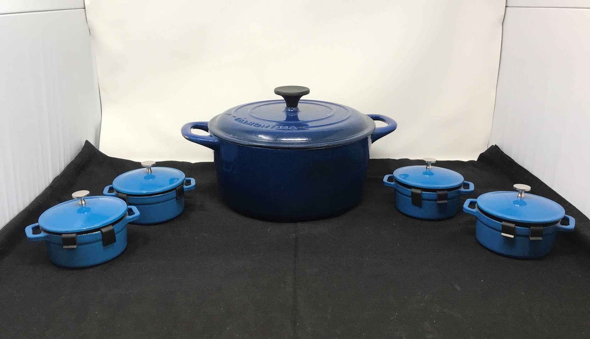 Lot # 61 - 4 New Small Machille Cast Iron Dutch Ovens & One Large (main image)