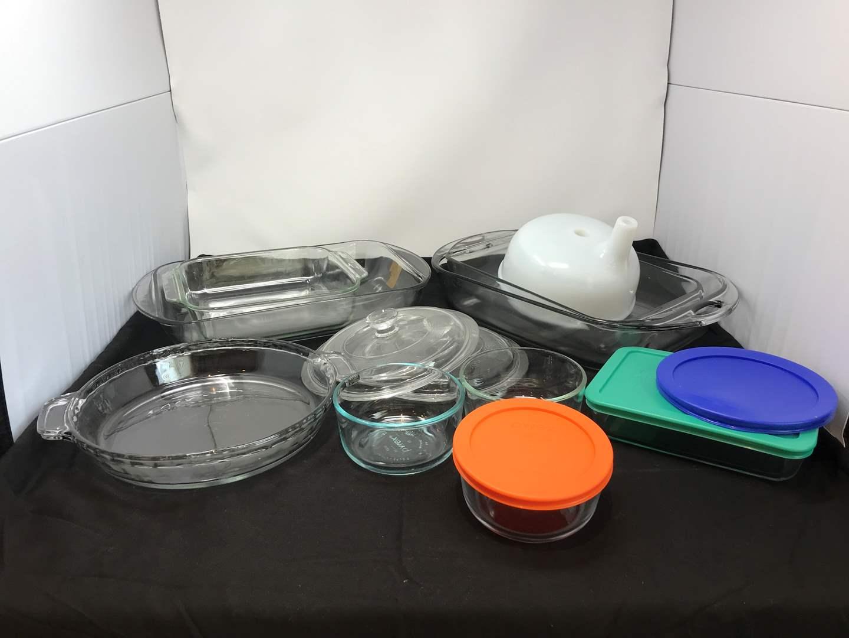 Lot # 71 - Pyrex Baking Dishes & Food Storage (main image)