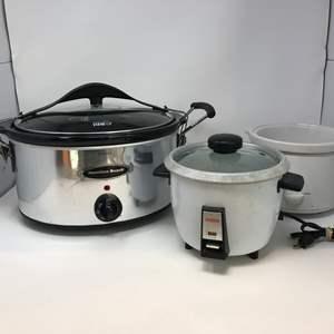 Lot # 85 - Hamilton Beach Crock Pot, Rice Cooker & Smaller Crock Pot w/Out Lid
